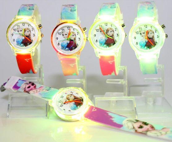Светещ LED Ръчен Детски Часовник на Елза и Анна
