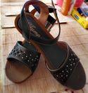 Продава чисто нови сандали на платформа в кафяв цвят еко кожа