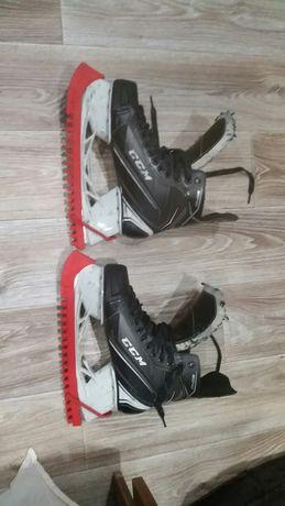 Хокеейные коньки CCM 9040
