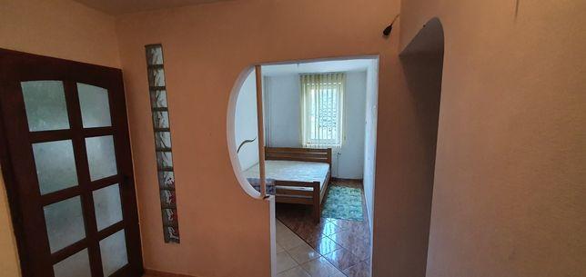 Închiriez apartament 3 camere ultracentral