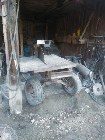 Tractor de taiat lemne
