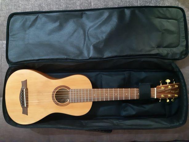 Продам гитару (размером чуть больше укулеле, но 6 струнная)
