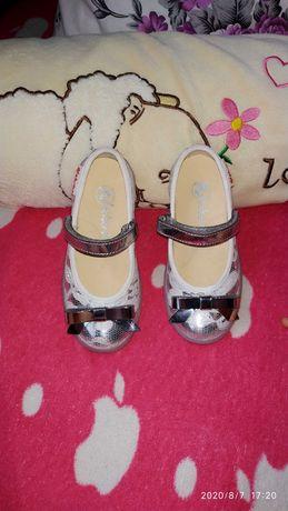 Продавам детски обувки Naturino