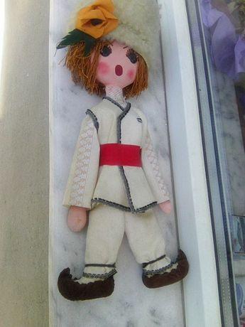 Битова кукла на момче в народна носия