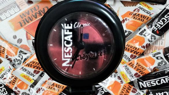 Часовник Nescafe