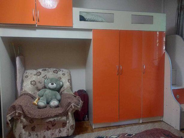 Двухярусная кровать со шкафом