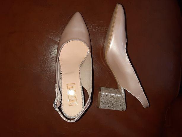 Pantofi decupati din piele naturală
