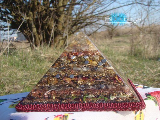 Piramida Orgonica XXL cu 7 cristale.