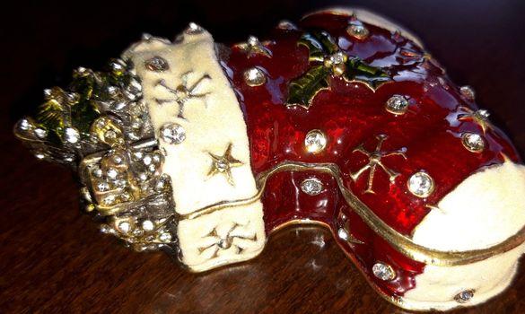 """Бижутерка от бронз, емайл и камъни """"Коледно ботушче"""""""