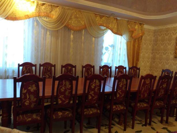 Стол стулья для гостевой комнаты