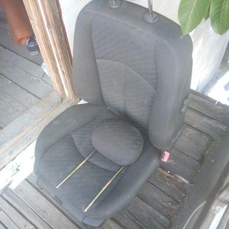 Scaun Mercedes/fata pasager și bancheta spate