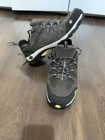 Adidasi / Pantofi sport  Jack Wolfskin de drumetie marimea 40,5