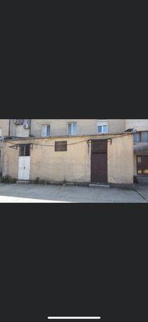 Vand sau inchiriez spatiu comercial in localitatea Lipova