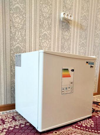 Продам  Мини холодильник  работает отлично