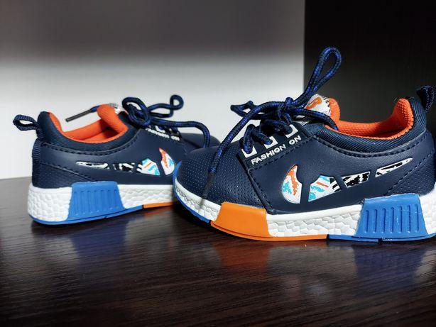 Продаются детские кроссовки, размер 22