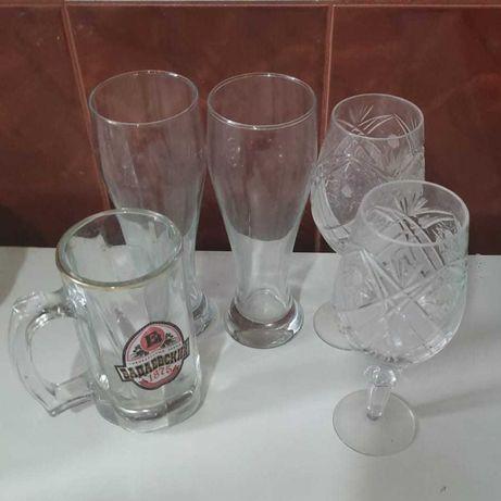 Стеклянные посуды и хлебница