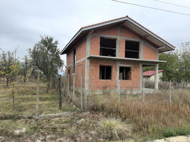 Vînd casa in rosu in sat Oloşag