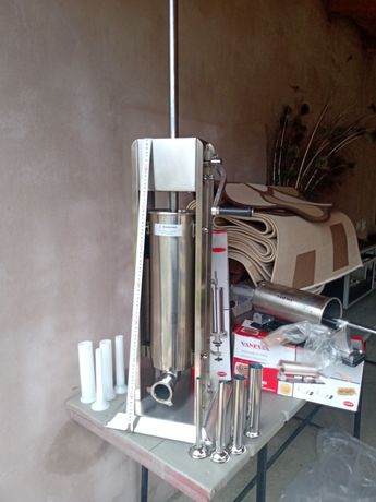 Mașini de făcut carnati verticale