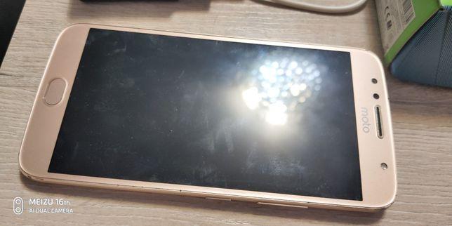 Продам смартфон Motorola motor g5 plus