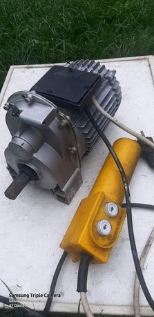Привод редуктор на 220 вольт реверс