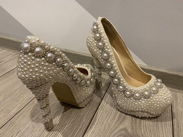 Pantofi cu perle