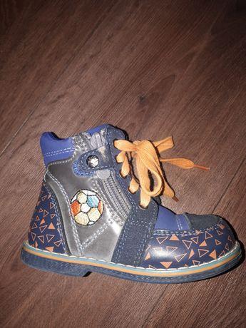 Продам весенние ботинки 23 размера
