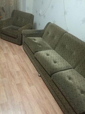 Продам стенку+диван+2 кресла+журнальный столик+6 стульев