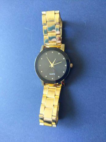 Продавам часовник давам чисто нов часовник