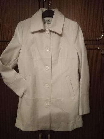 Бяло - дамско палто