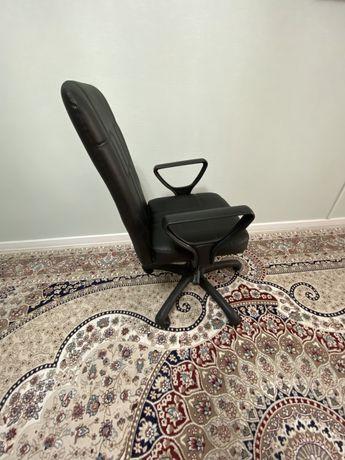 Офисное кресло для работы!