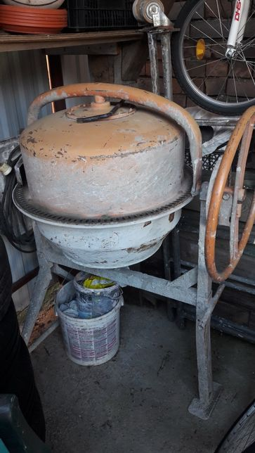 Inchiriez betoniera