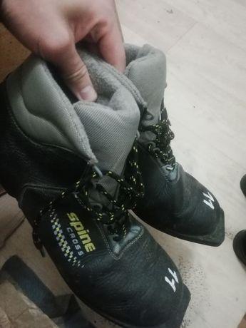 Срочно продам лыжные ботинки