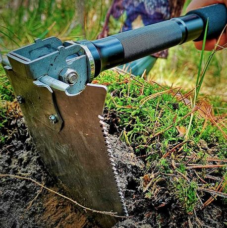 Многофункциональная лопата Brandcamp M4 заменит более 20 инструментов