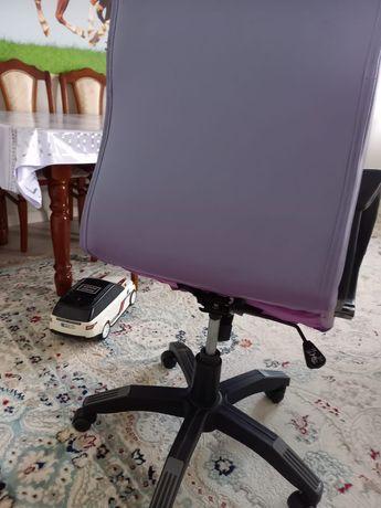 Кресло для руководителя. состояния хорошие, б/у. цвет сиреновые,