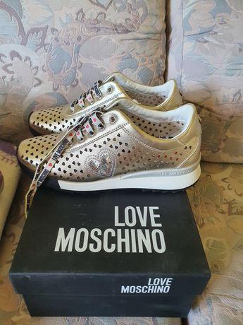 LOVE Moschino обувки