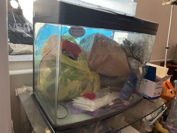 Продается заводской аквариум 100литров.С встроенным светом,фильтром.