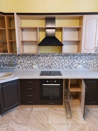 Шикарный кухонный гарнитур с бытовой техникой