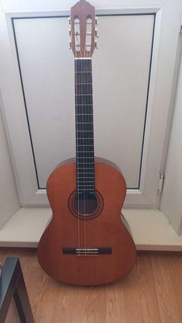 Продаю гитару YAMAHA C40
