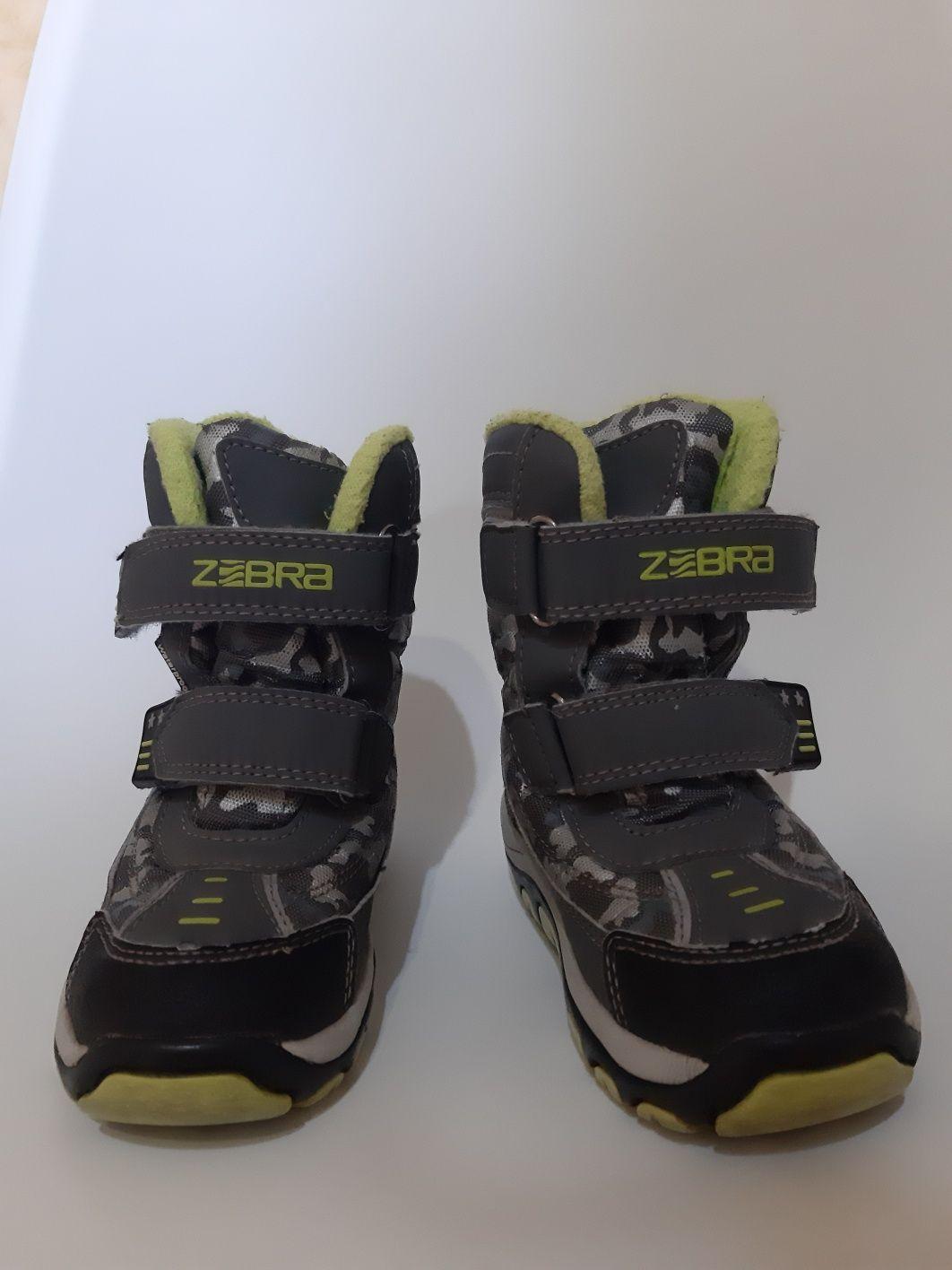 Детская обувь почти новая. Срочно. Мало носили. Чистая
