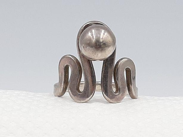 Frumos inel vechi din argint 925 model deosebit manufacturat,anii 1960