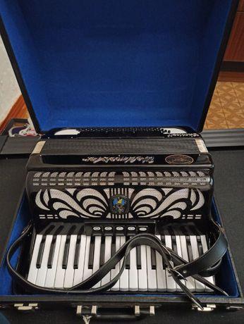 Продам новый немецкий аккордеон Weltmeister CapriceN