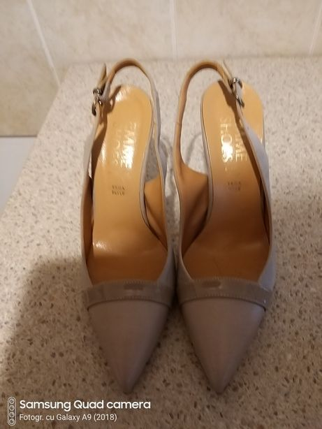 Pantofi decupati
