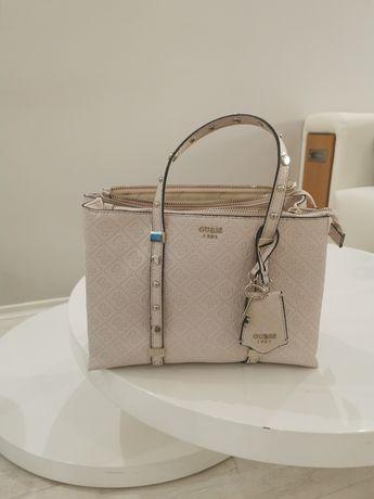 Чанта Guess от Италия
