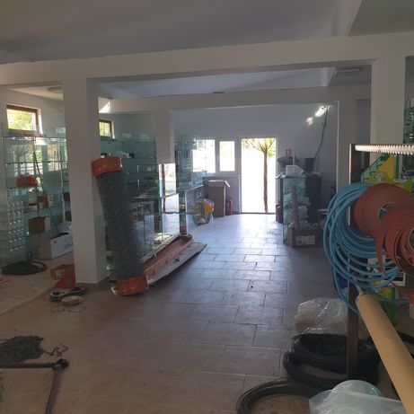Vand  sau schimb  casa cu spatii comerciale , sau inchiriez spatii.