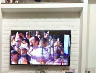 Телевизор LG, экран повреждён