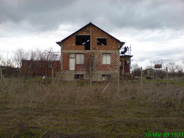 продавам къща на 25км от Стара Загора,в село Пъстрен