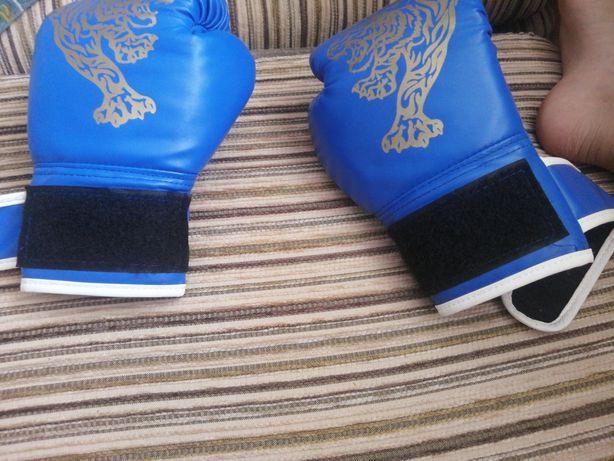Здравствуйте прадам перчатки для бокса