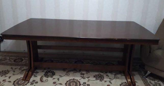 Обеденный стол для гостиной