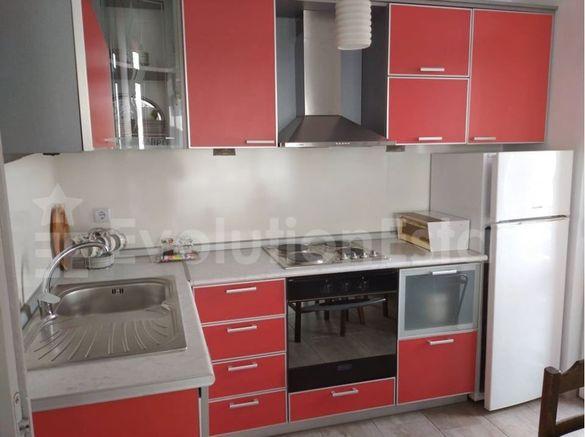 Тристаен апартамент в район Община