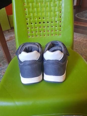 Детская ботинка для мальчика